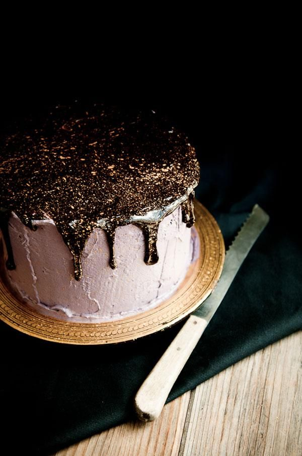 Edible glitter on a cake!!!