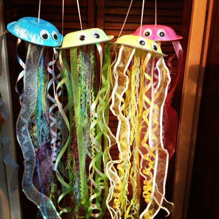 Under the sea jellies for my ocean reading corner! Easy to make: paper plates, watercolors, hot glue, assorted ribbon, and googly eyes!