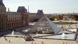 Pirámide, Louvre, París