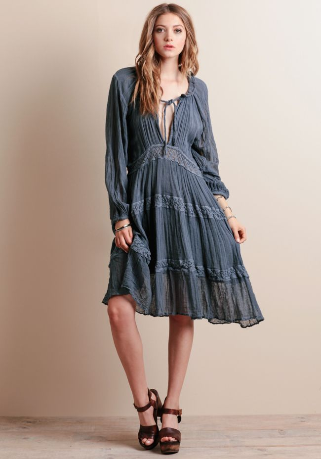 This breezy dress can be styled for bottomless mimosa brunches with the girls or afternoon dates with the boyfriend.: