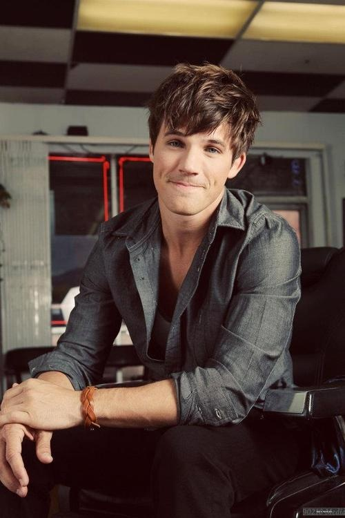 To meet Matt Lanter is one thing I HAVE to accomplish (: