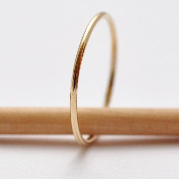 Sehr schmaler Ehering für mich. Anmerkung: Ich möchte Eheringe aus Weißgold.