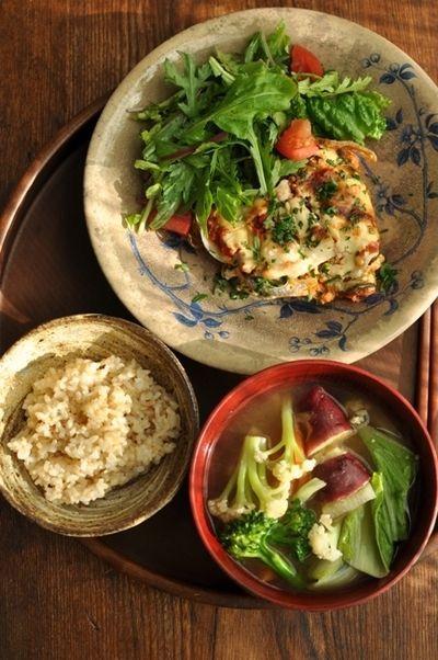 一汁一菜ごはん◆カリフラワー・ブロッコリー・山東菜など野菜たっぷりお味噌汁、レンコンのムサカ