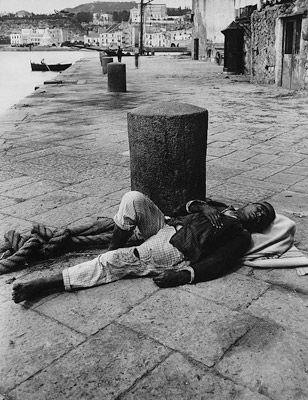 Pescatore dormiente a Pozzuoli  dei Fratelli Alinari 1895