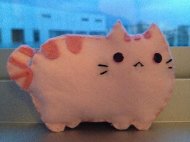 DIY Pusheen felt plushie! So easy! http://miserychic.blogspot.sg/