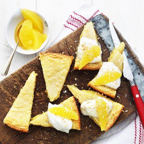 Apelsin- och ingefärskladdkaka med vaniljkvarg <3 Perfekt att bjuda på Kladdkakans dag den 7 november. http://www.ica.se/recept/apelsin-och-ingefarskladdkaka-med-vaniljkvarg-719352/