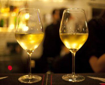 Amiamo i vini e i produttori che raccontano un territorio e che sanno coniugare qualità e prezzo.