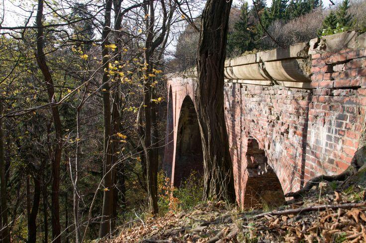Zabytkowy kamienny wiadukt zębatej Kolei Sowiogórskiej - zbudowana w 1903 r., istniała do 1934 r.