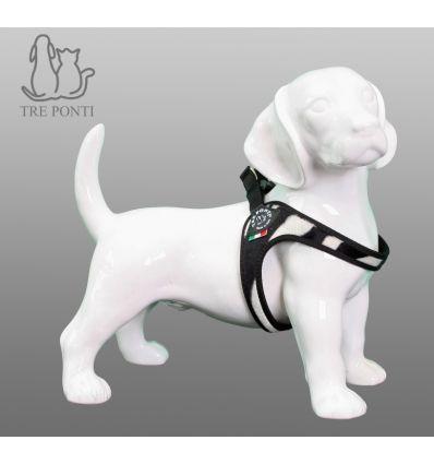 Tre Ponti Fibbia Fashion Hondentuig Zebra - Tre Ponti Fibbia hondentuigen zijn geschikt voor zeer kleine tot kleine honden. De Fibbia hondentuigen zijn ontwikkeld voor zeer kleine tot kleine hondenrassen. Deze hondvriendelijke tuigjes kantelen niet en geven nergens negatieve druk. De doordachte pasvorm zorgt voor een uitzonderlijk draagcomfort, waarin elke hond zich prettig zal voelen.