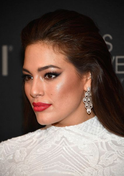 Ashley Graham Photos - Model and backstage host Ashley Graham attends the 2017 Miss Universe Pageant at Planet Hollywood Resort & Casino on November 26, 2017 in Las Vegas, Nevada. - Ashley Graham Photos - 1 of 1331
