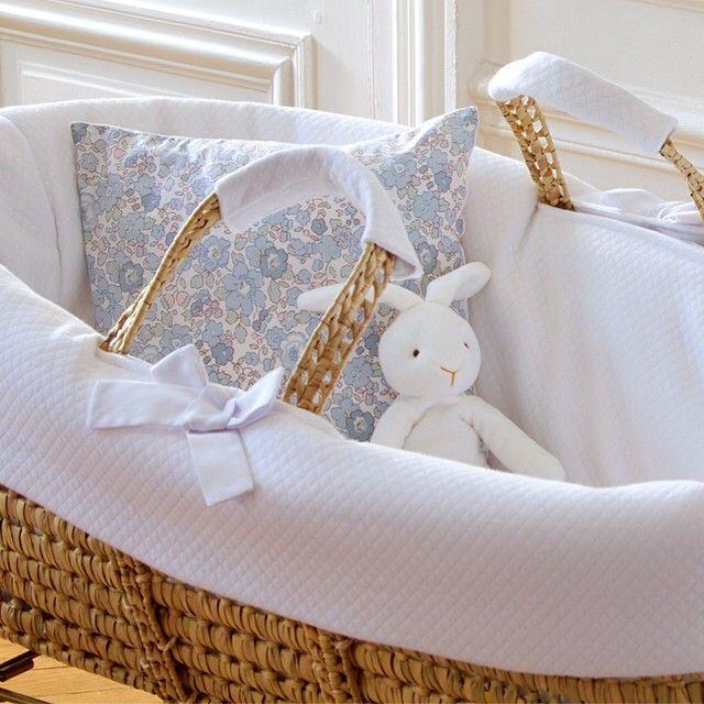 doudou lapin est pr t accueillir b b dans un beau couffin jacadi liberty home baby. Black Bedroom Furniture Sets. Home Design Ideas