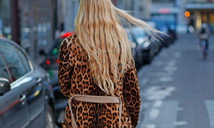 Du klipper dig relativt ofta och använder dyra hårprodukter men ändå ser håret slitet ut? Trolla bort torra hårstrån och kluvna toppar genom att undvika de här klassiskamisstagen.