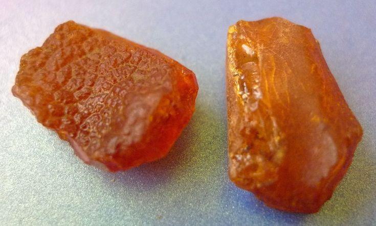 e32 Gemstone Cognac Honey 2psc. Natural Rough Baltic Amber gem stones 4g 20 Cts