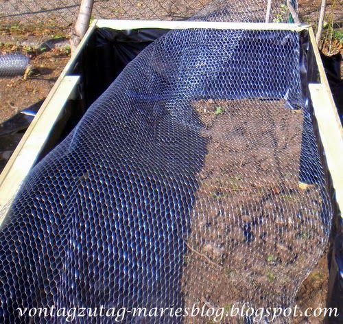 Hochbeet - Wühlmausschutz mit Hasengitter. Wichtig und funktionell.  @vontagzutagmari http://vontagzutag-mariesblog.blogspot.com