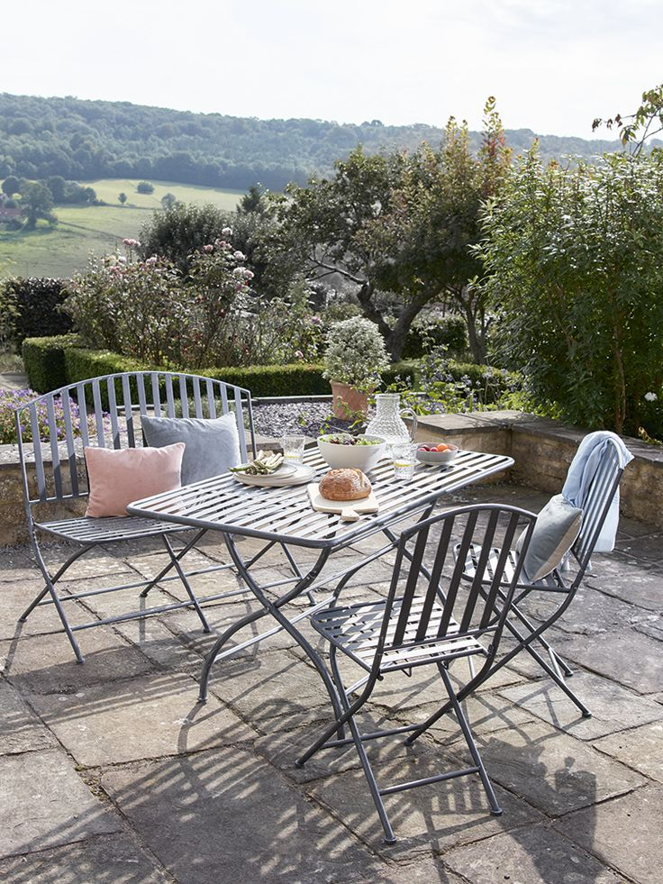 Como Metal Dining Set