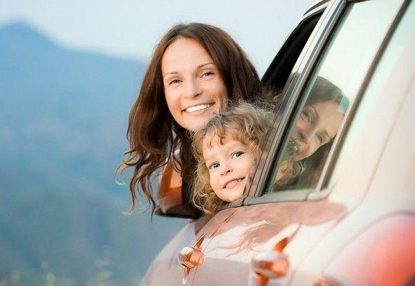 Вам предстоит дальняя поездка на машине с ребенком? Веселая наука дает полезные советы, рекомендует занимательные игры и делится личным опытом для комфортной поездки.