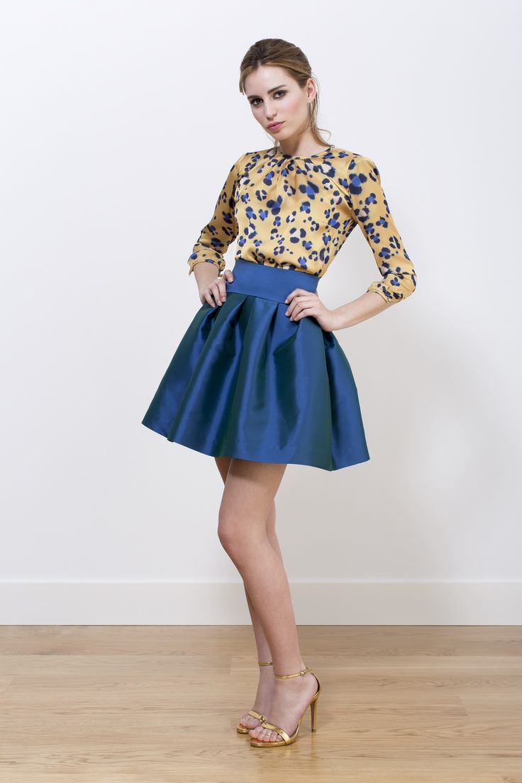 Camisa Bárbara leopardo amarillo y falda Chiti azul satén. Colección A-W 2014/2015.