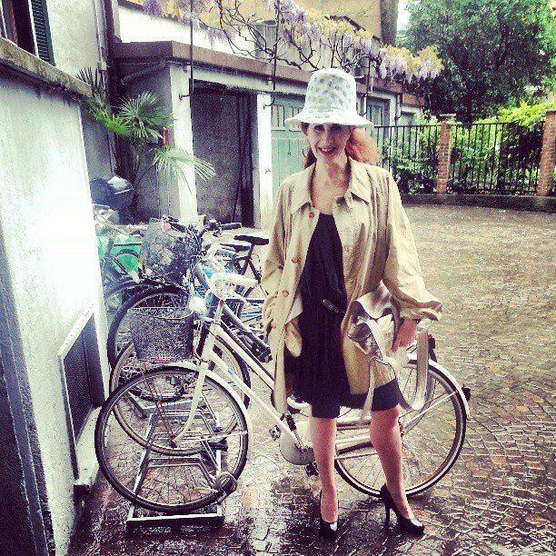 The RedHead, Rossana Diana, the Rainy days - bikelook #1