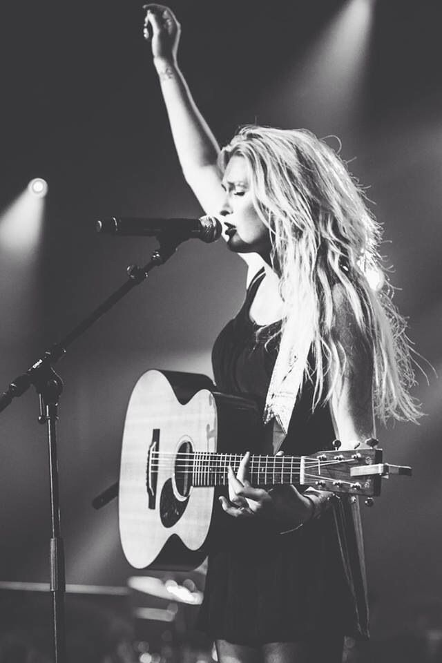 Miss Montreal, cool picture! #dutch #singer