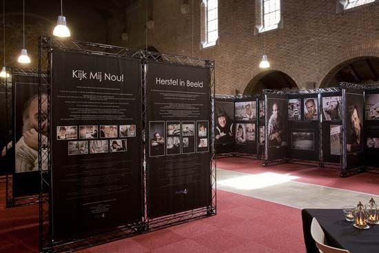 Geslaagde expositie met modulair systeem  Kijk Mij Nou! Herstel in Beeld is een fotografieproject in de langdurige psychiatrische zorgverlening.