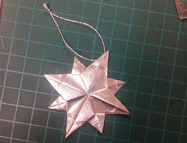 christmas ornaments / stars made from left-over tea candle cups http://cranes-journey.blogspot.de/2014/12/ornaments-from-left-over-tea-light-cups.html