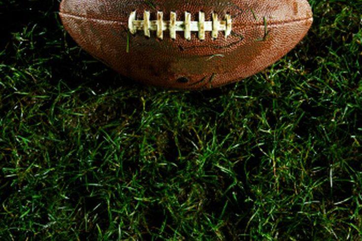 ¿Qué se frotan en la piel los jugadores de fútbol americano cuando hace frío? . El fútbol americano es un juego que suele jugarse en climas extremos. Al comienzo del año, los jugadores practican bajo un intenso calor y humedad, lo que puede ser agobiante y peligroso. Sin embargo, conforme progresa ...