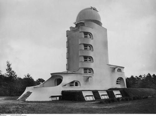 It was built to house a solar telescope designed by the astronomer Erwin Finlay-Freundlich to support experiments and observations to validate Albert Einstein's relativity theory. The building was first conceived around 1917, built from 1920 to 1921 after a fund-raising drive, and became operational in 1924. Although Einstein never worked there, he supported the construction and operation of the telescope.