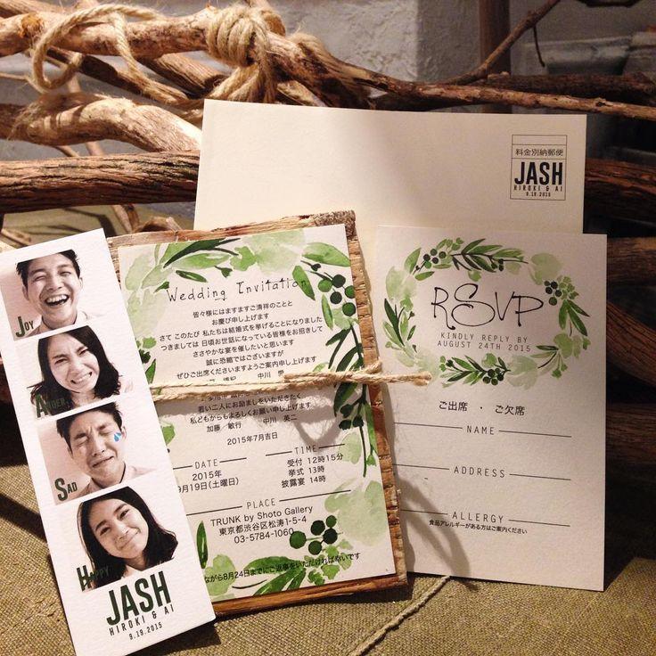 「パーティコンセプト『JASH』 JASHとは、Joy Anger Sad Happyの頭文字をとったもの。  招待状には、それぞれの感情を表した新郎新婦の顔写真を、スピード写真風に仕上げて封入しました。  本状は本物の白樺を使ったので、開封した時に、自然の木の香りを楽しんで頂けます。…」