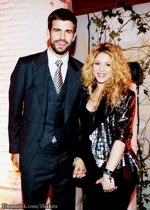 Pregnant Shakira takes the plunge in low-cut top as partner Gerard Pique cradles her baby bump in sweet Instagram snap www.unomatch.com/shakira   #shakira #unomatch #creatpage #fanpage #singer #hollywood #gossip