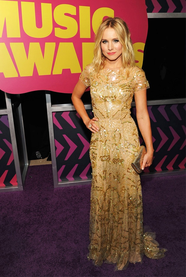 Voice of Gossip Girl Kristen Bell hosted the CMT Music Awards in an embroidered tulle Reem Acra gown, rose gold Graziela drop earrings and a gilded minaudiere.