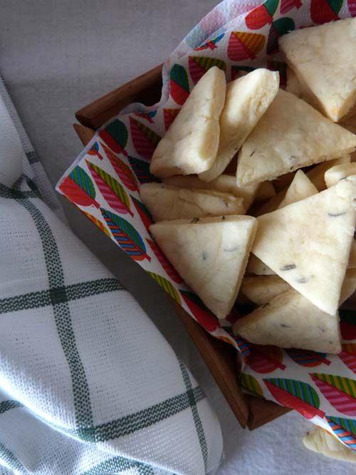 Galletitas de queso Adler: el clásico triangulito de sabro, en una galletita irresistible