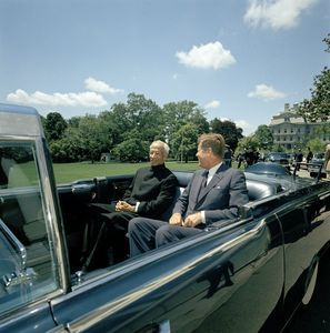 1963. 4 Juin. Parade in honor of Dr. Sarvepalli Radhakrishnan, President of India, 12:35PM - John F. Kennedy Presidential Library & Museum