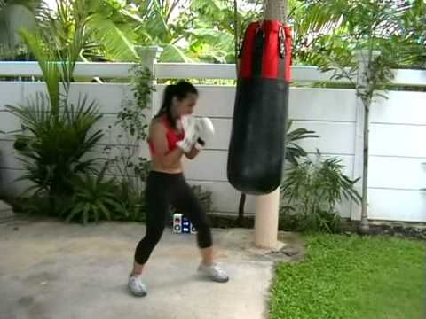 How to Hit the heavy bag for women. www.fitbytes.com for best womens fitness advice - YouTube