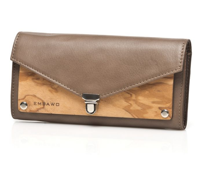 Wallet Lallo of Embawo Lallo purse looks like a small clutch. Spacious, stylish and practical. You can even customize it with your own name.