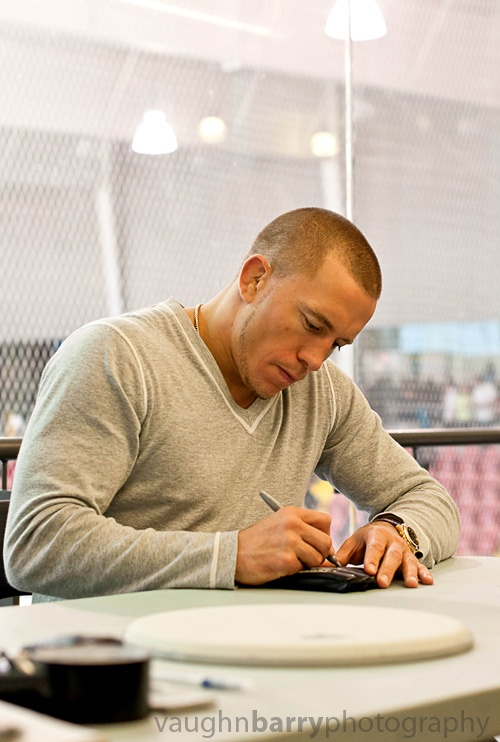 gsp georges st pierre signing autographs at magna centre in newmarket ontario