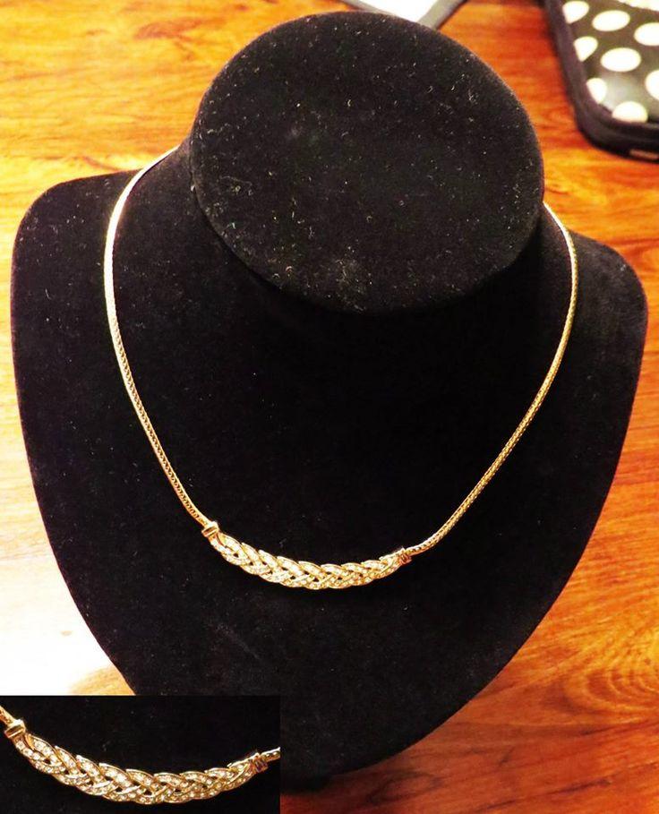 Collar Muy delicado Dorado con Apliques de Cristales Valor $14.000