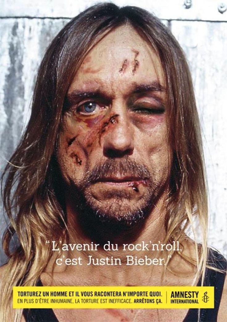 """""""L'avenir du rock'n'roll, c'est Justin Bieber"""", voilà ce que pourrait dire la rockstar Iggy Pop, sous la torture. (Crédit : Amnesty International Belgique)"""