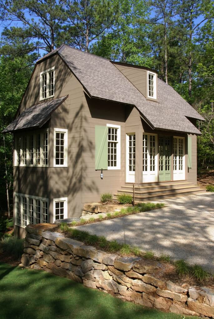 Small cottage at Lake Martin, Alabama. www.billingramarchitect.com