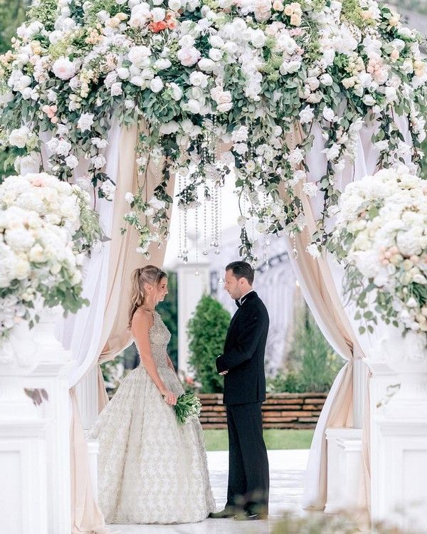 Modern Wedding Altar: 20 Modern Wedding Arches And Backdrops From Caramel