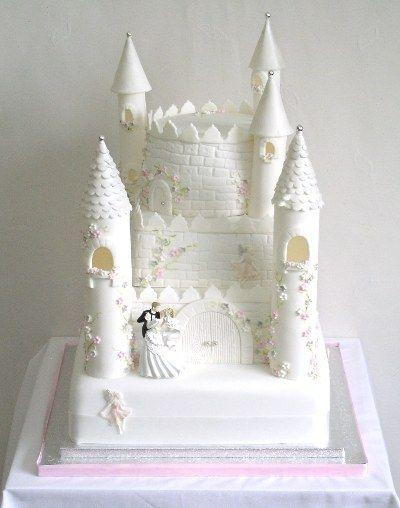 Wedding Cake Castle bride and groom