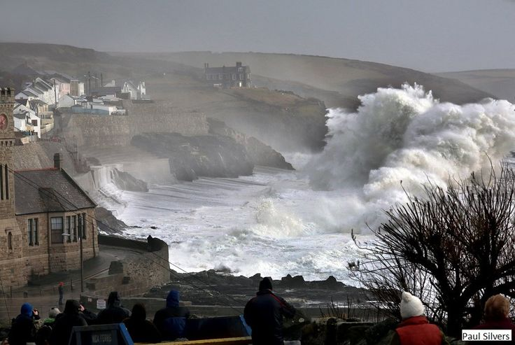 """BBC Weather on Twitter: """"Incredible waves in Porthleven, Cornwall yesterday. Pic by Paul Silvers. Have a pic? https://t.co/QANwUO6GVr Lan https://t.co/BXU0kH5gc1"""""""