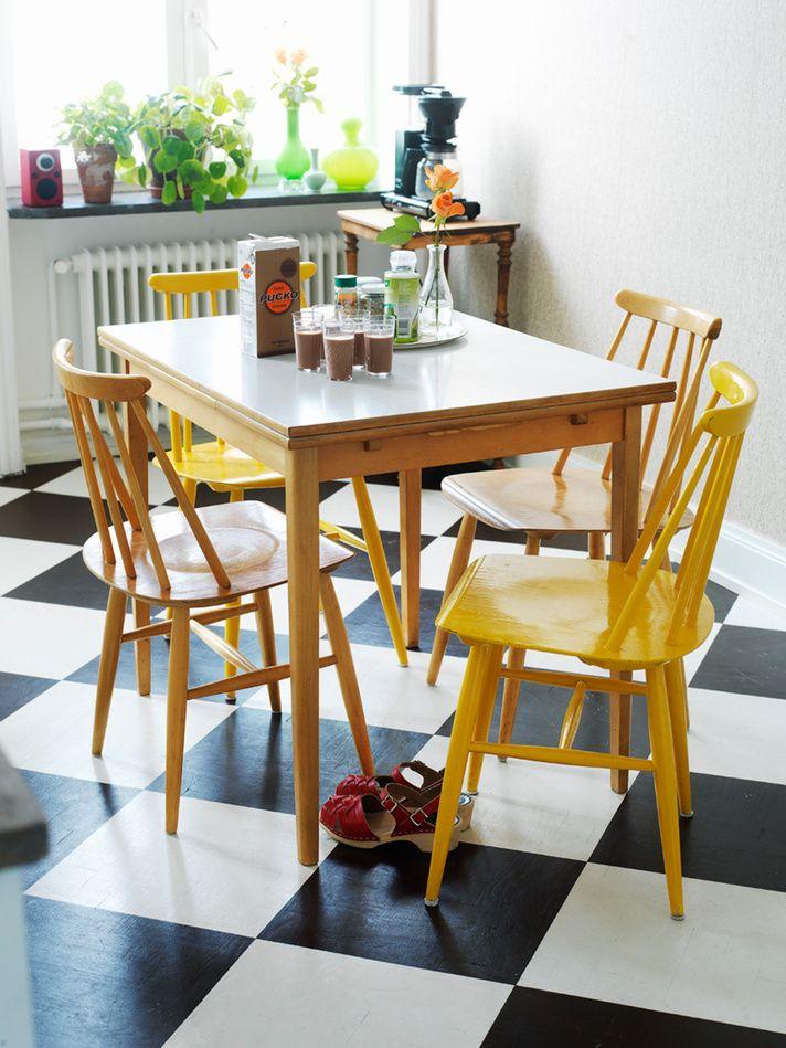 Gele stoelen