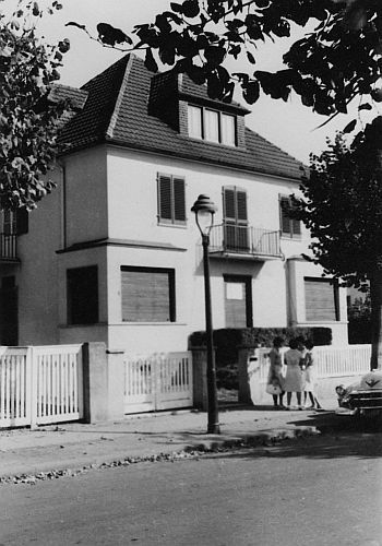"""This is a photo of Elvis Presley's rented house at Goethestraße 14 in Bad Nauheim, Germany. Fifteen-year-old German teenager Anita Stawarz who was not an Elvis fan but an autograph hunter from Frankfurt took it in 1959. Anita Stawarz recalled that she would often hear music, even through the closed shutters of the house. Once she heard Elvis and the guys rehearse """"Muss i denn..."""" (the German version of """"Wooden Heart"""")."""