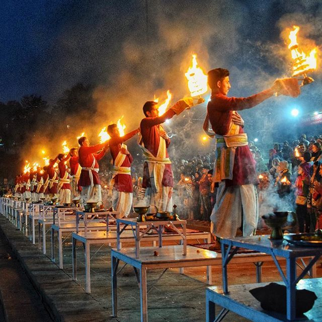 The most well known Ganga Aarti in Rishikesh is held on the banks ...