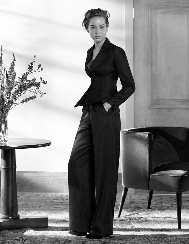 Дженнифер Лоуренс в темно-синем костюме из денима «Бар», Dior осень-зима 2013