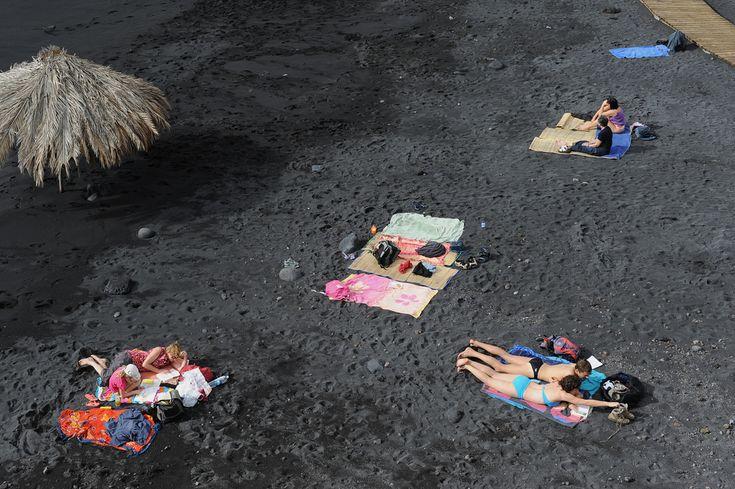 La Palman saarella Kanarialla köllitään mustilla laavahiekkarannoilla.