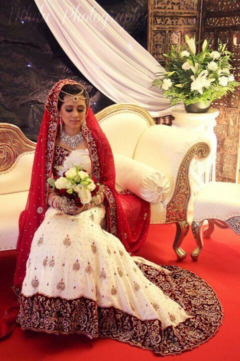 #indianwedding #bengaliwedding Bengali wedding bridal lengha bride walima shoes make up sari