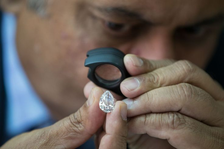 Diamond Dealers Cling to the Old Days - http://somecosmiclove.com/diamond-dealers-cling-to-the-old-days/