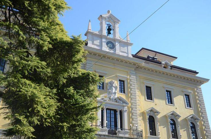 Vorreste vivere in uno dei lussuosi appartamenti dell'ex Palazzo delle Poste di Ettore Fagiuoli?  Would you like to live in one of the luxury flats of the ex Palazzo delle Poste palace by Ettore Fagiuoli?