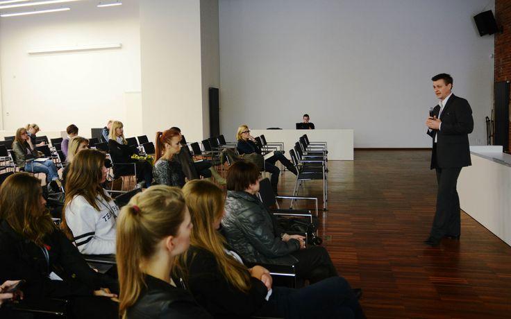Prawne aspekty wykorzystania wizerunku znanej osoby w reklamie produktów podmiotów z branży modowej, prowadzenie: Grzegorz Choromański, 9. FashionPhilosophy Fashion Week Poland, fot. Kamil Mackowicz #letthemknow #szkolenia #fashionweekpoland #fashionphilosophy